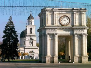 Тур в Молдову из Одессы. Экскурсия на винзавод замка «Кожушна»+дегустация +Кишинев.
