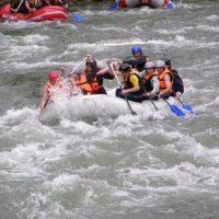 Рафтинг в Карпатах. Черный Черемош. Туры на майские праздники. Группа на воде