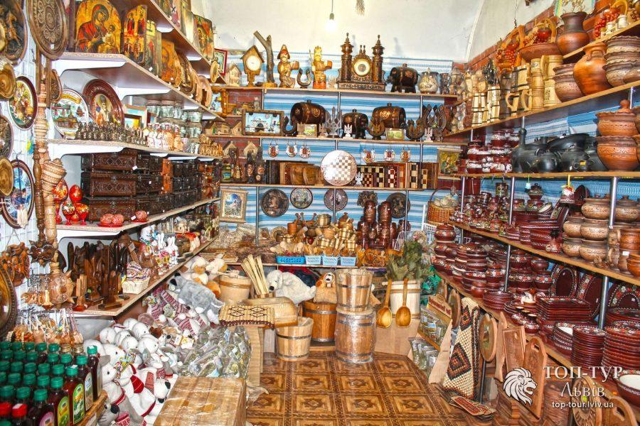 Тур в Карпаты. Сувенирный рынок в Яремче.