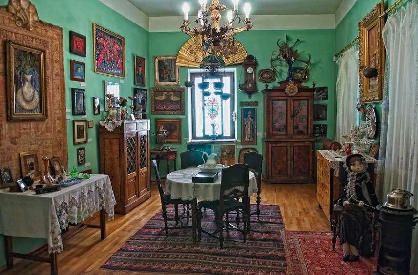 Музей Параджанова. Верховина. Туры в Карпаты.